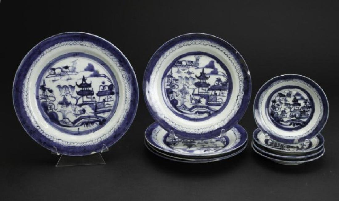 CHINESE BLUE AND WHITE PLATE SET