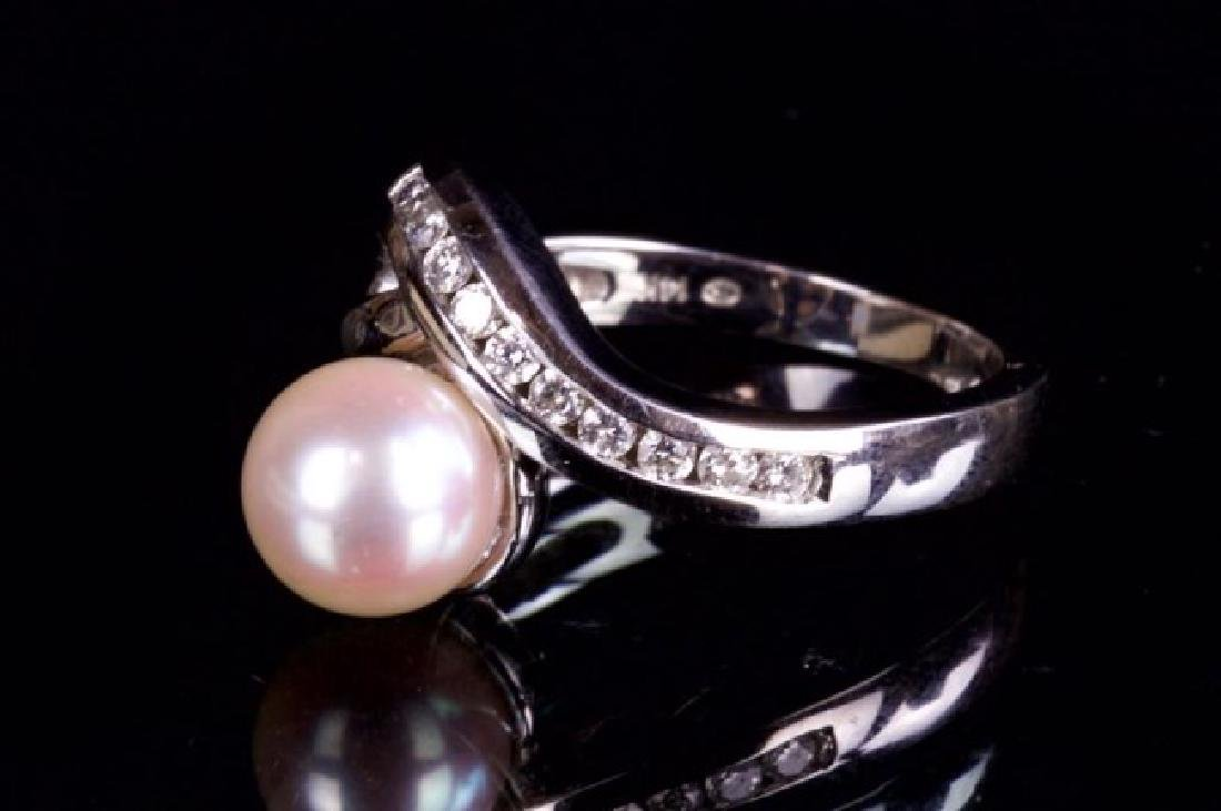 14K GOLD RING WITH PEARL AND DIAMOND - 2