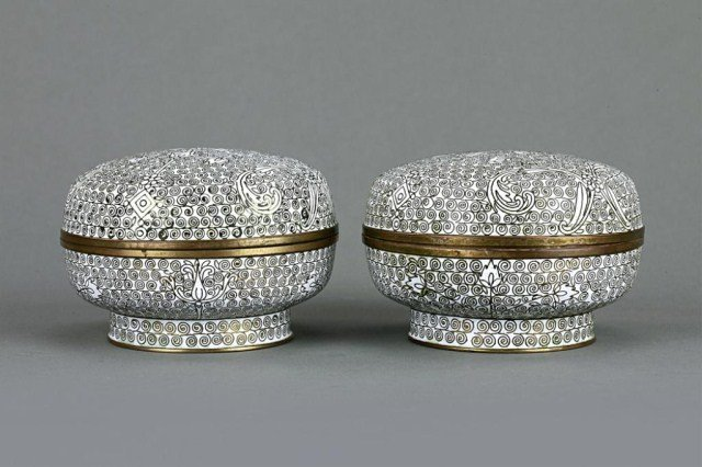 PAIR OF CHINESE CLOISONNE ROUND BOXES WITH COVER