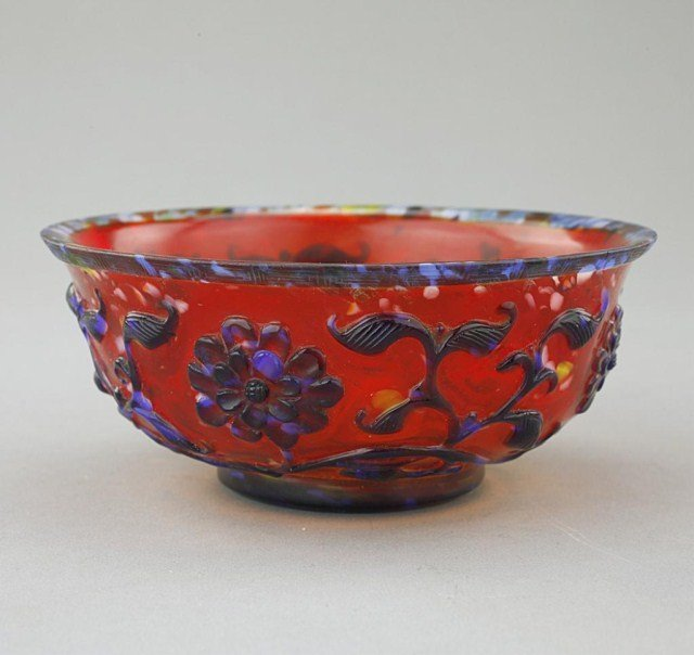 CHINESE BLUE AND RED OVER-LAY PEKING GLASS BOWL