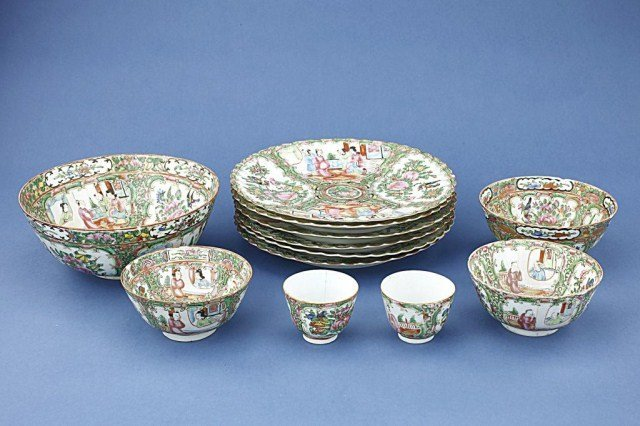GROUP OF CHINESE PORCELAIN DISHES AND BOWLS