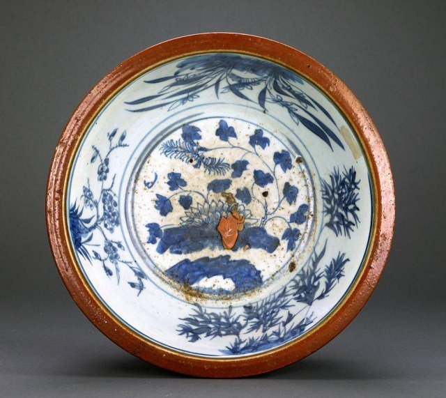 UNUSUAL CHINESE BLUE AND WHITE PORCELAIN BOWL