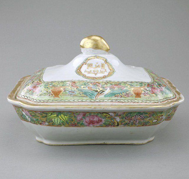CHINESE MADE FOR EXPORT TUREEN AND COVER