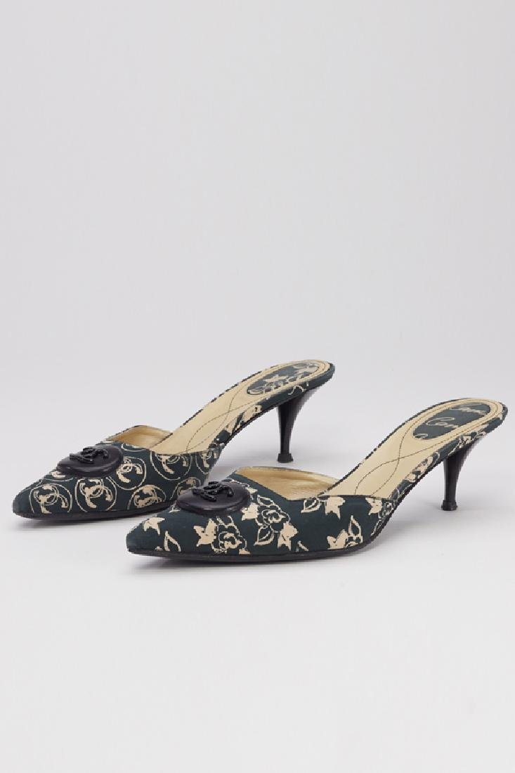 Chanel Black & Tan Floral Pointed Toe Slides (7/37)