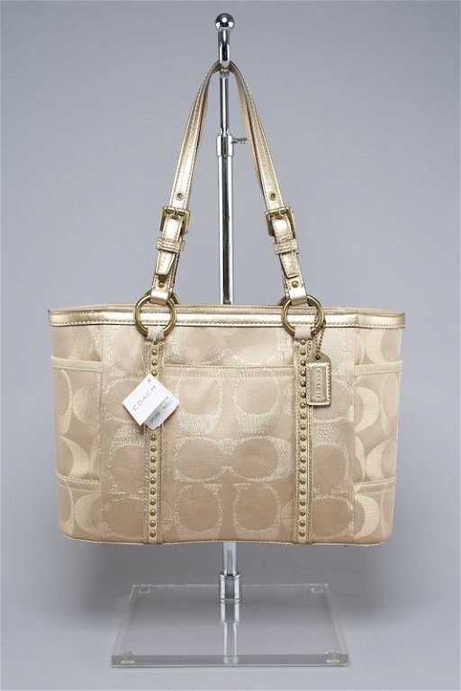 005e2fc617ab47 New Coach Signature Studded Gallery Tote Bag