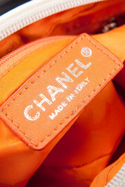 Chanel White Quilted Leather Cambon Pochette Shoulder - 6