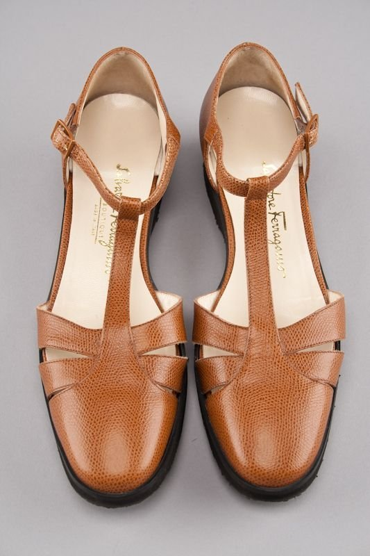 New Salvatore Ferragamo Tan Pebbled Leather Low Heels