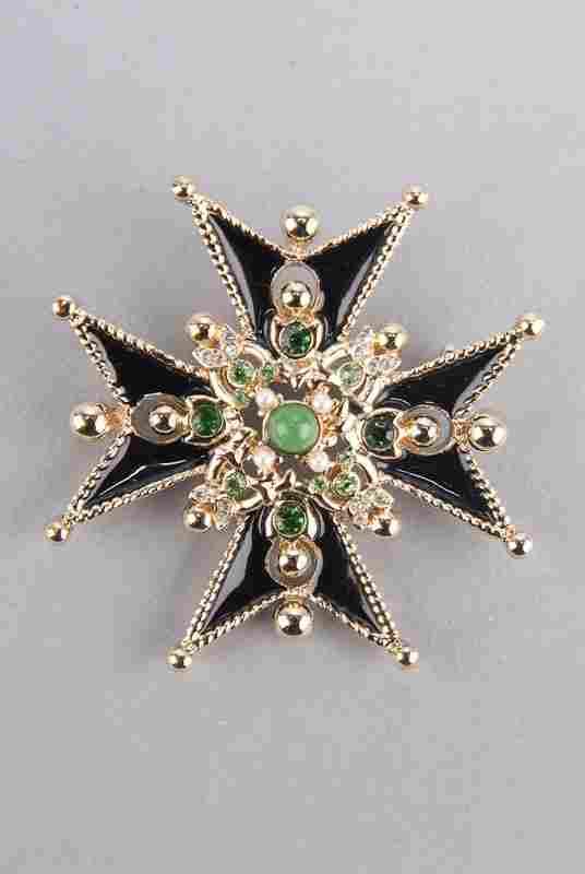 New St John Knits 8 Point Star Design Brooch