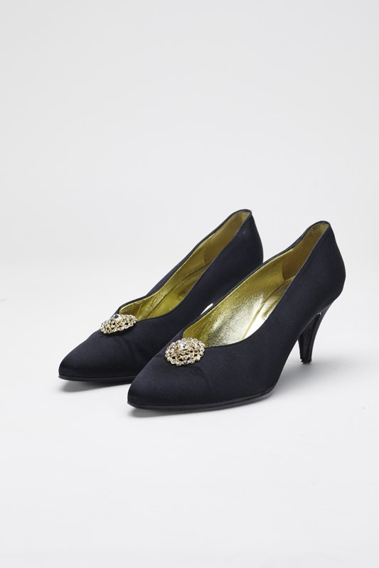 Chanel Black Fabric Pumps with Crystal Accent 8 / 38.5