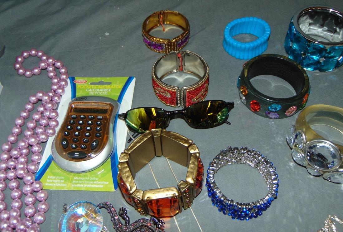 Costume Jewelry Estate Lot. - 3