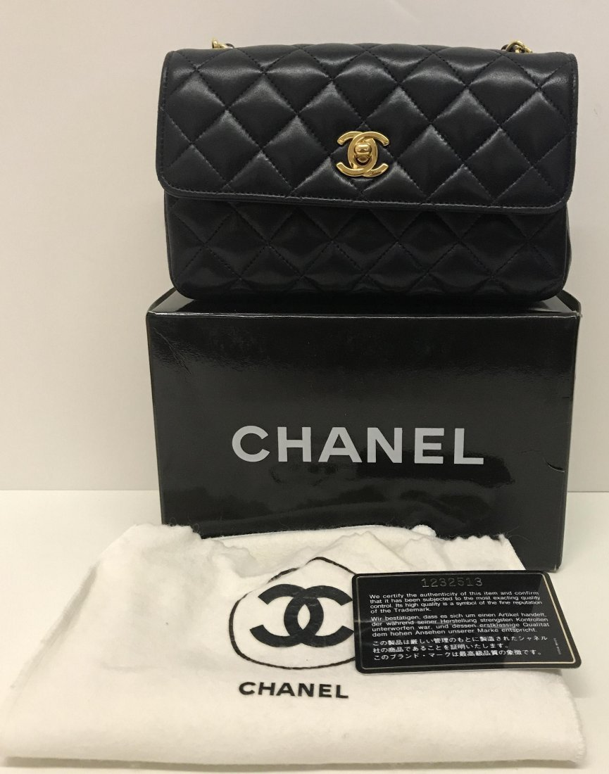 Chanel.Leather Tufted Handbag.