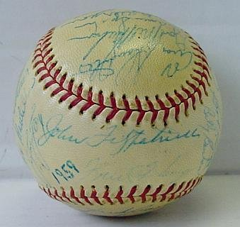 17: 1959 MILWAUKEE BRAVES TEAM BALL