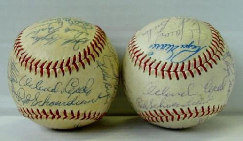 19: LOT OF ST. LOUIS CARDINALS TEAM BALLS
