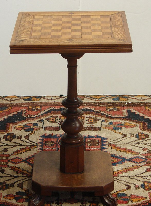 524: ANTIQUE OAK CHESS/GAMING TABLE :YOUR MOVE