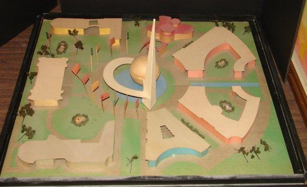 2091: 1939 WORLD'S FAIR 3D FOLK ART MODEL