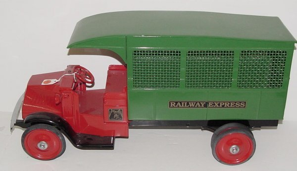 3013: STEELCRAFT. RAILWAY EXPRESS TRUCK.