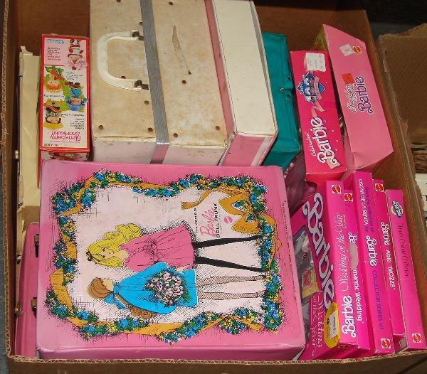 4587: BARBIE DOLL ACCESSORY LOT