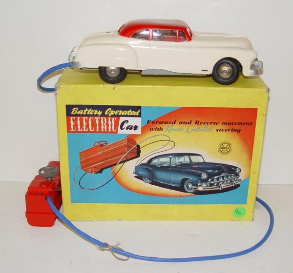 1015: BOXED MARX BATTERY OP R/C ELECTRIC CAR