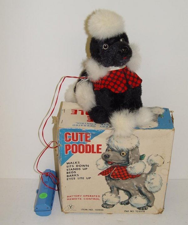 1018: BOXED BATTERY OPERATED R/C CUTE POODLE JAPAN