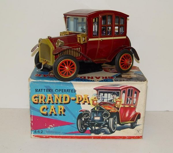 1020: BOXED BATTERY OPERATED GRAND-PA CAR JAPAN