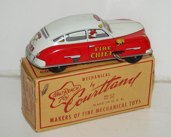 4: TIN LITHO WIND-UP FIRE CHIEF CAR