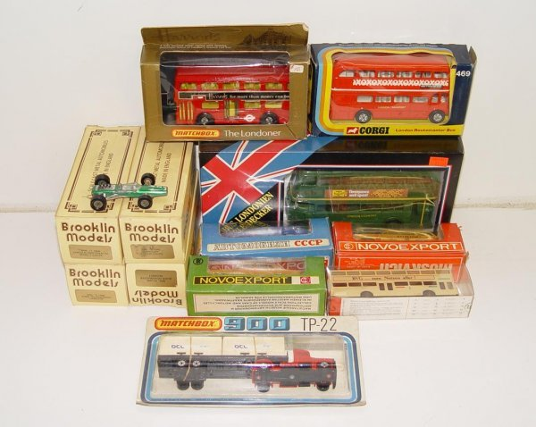 9: LOT OF ASSORTED BOXED DIECAST MODELS
