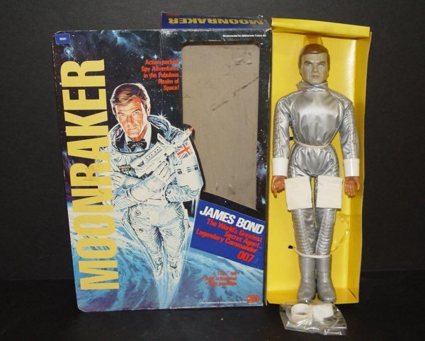 15: 1979 MIB MEGO JAMES BOND MOONRAKER FIGURE