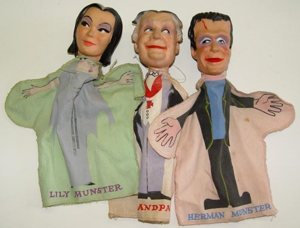 105: THE MUNSTERS HAND PUPPET LOT