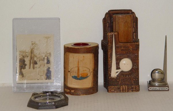 2013: 1939 N.Y. WORLD'S FAIR COLLECTIBLE LOT
