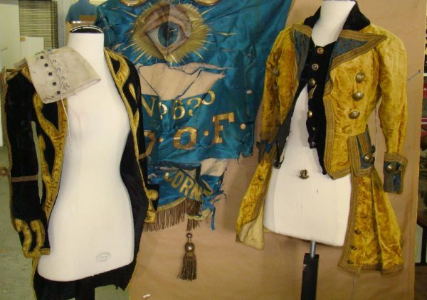 1545: FABULOUS LOT OF VINTAGE CIRCUS COSTUMES - 2