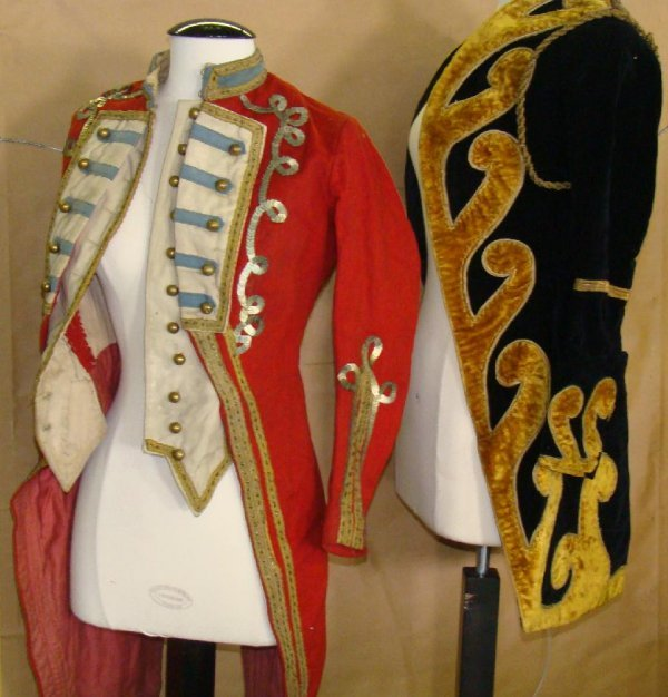1545: FABULOUS LOT OF VINTAGE CIRCUS COSTUMES - 3