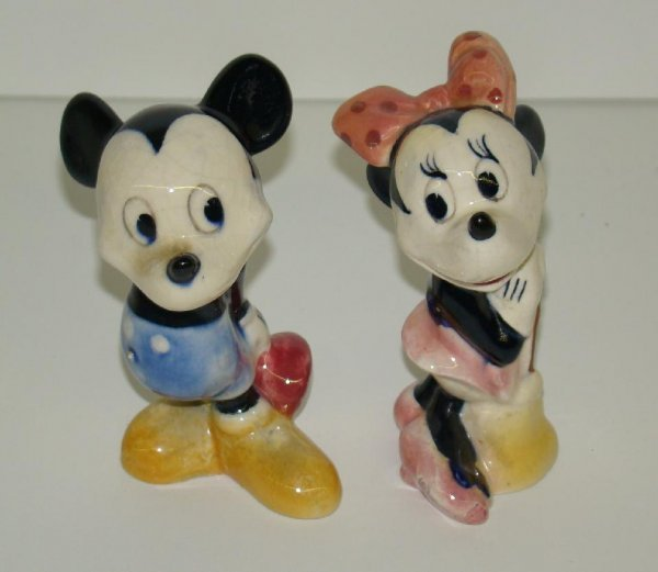 22: POTTERY MICKEY AND MINNIE.