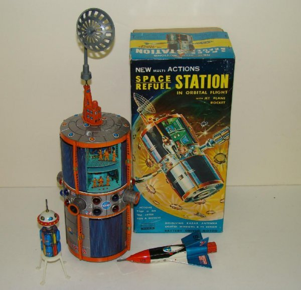 1140: SPACE REFUEL STATION. BOXED.