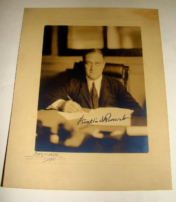 1010: SIGNED FRANKLIN D. ROOSEVELT PHOTOGRAPH