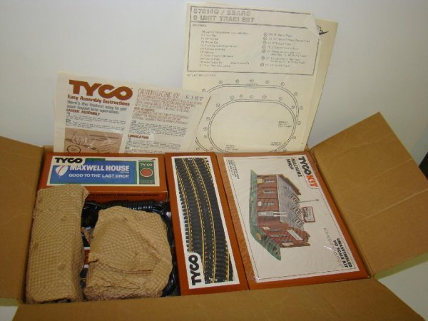 1006: BOXED HO TYCO ROYAL BLUE TRAIN SET