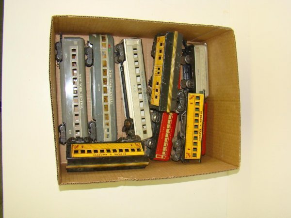 1010: BOX LOT OF MARX TIN TRAINS