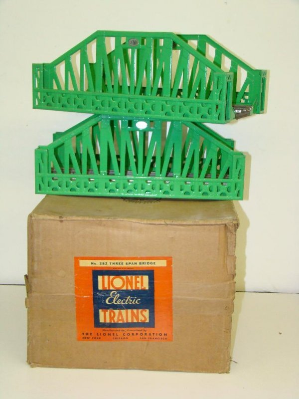 1021: BOXED LIONEL STD GAUGE #282 THREE SPAN BRIDGE