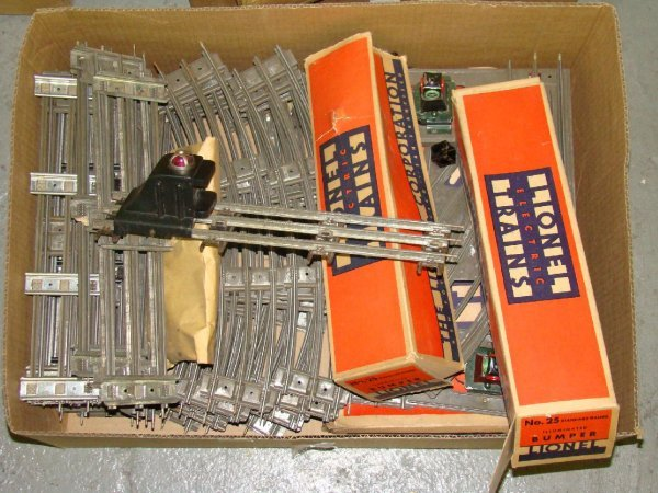 1024: BOX LOT OF 3 RAIL TRAIN TRACK