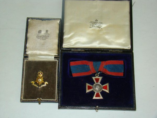 4024: LOT OF TWO BRITISH MILITARY COLLECTIBLES