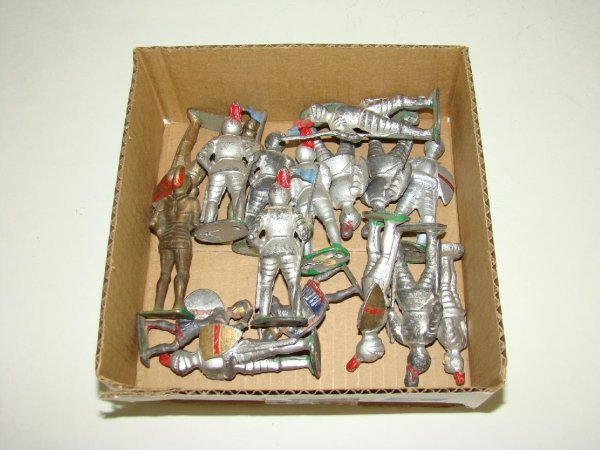 1007: LOT OF MANOIL KNIGHTS