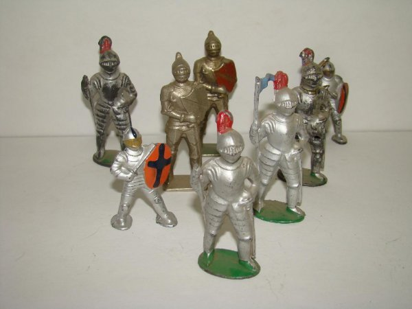 1008: LOT OF MANOIL KNIGHTS