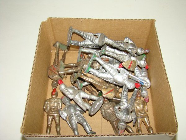 1009: LOT OF MANOIL KNIGHTS