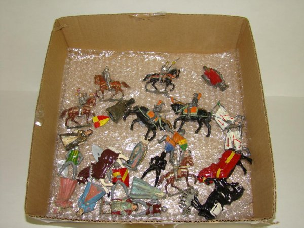 1016: LOT OF ASSORTED LEAD MEDIEVAL FIGURES