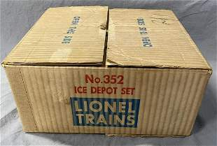 NMINT Boxed Lionel 352 Ice Depot Set