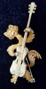 18 K Yellow Pin. Cat Musician.