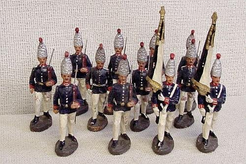 8: 12 Elastolin Foreign Toy Soldiers