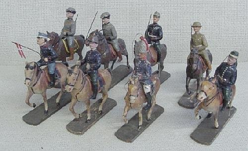15: 8 Elastolin Mounted Toy Soldiers