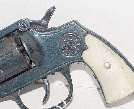 "1014: Kilgore ""Six Shooter"" Cast Iron Cap Gun - 3"