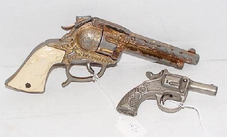 1015: 2 Cast Cap Guns