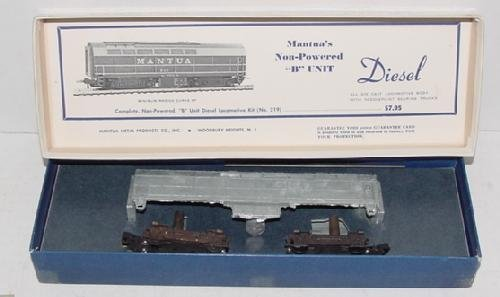 3220: MANTUA TRAIN MODELS - 3